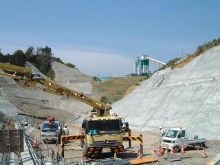 高尾山トンネル防護工コンクリート状況