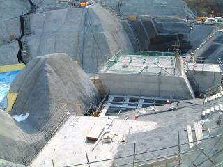 高尾山トンネル防護工右側